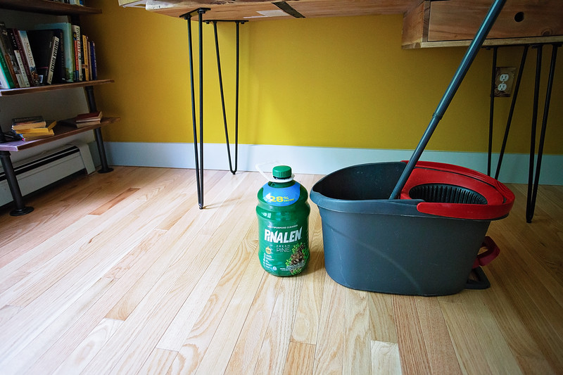 #ad Here's a fun post showing how busy families can clean the house together! #pinalen #clean #house #patio #kitchen #bathroom #scentofsummer