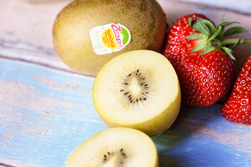 3 fun ways to add more kiwi to your diet, with recipes and eating right from the kiwi! #ad #WanderWithZespri #ZespriSunGoldKiwifruit #Zespri #sweepstakes