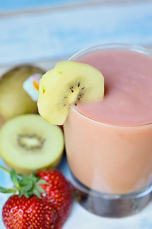 strawberry kiwi banana smoothie