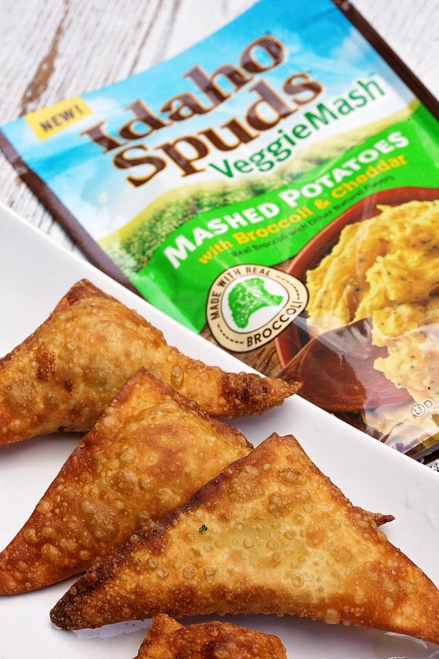 This Kid-Friendly Veggie Mash Egg Roll Recipe is perfect for #backtoschool! They are delicious and easily made with Idaho Spuds and veggies! #ad #VeggieMash