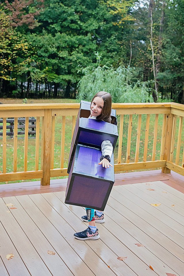 #ad Looking for last minute Halloween costumes? These Amazon Prime Boxes make an incredible Tetris shape boxtume! See it in 10 steps! #Boxtumes #AmazonPrime