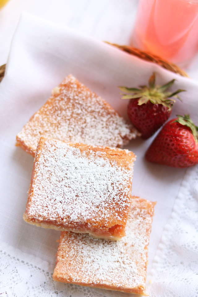 These Strawberry Lemonade Bars are summer-personified. Make them for an end of summer party, a Labor Day barbecue or year-round to remind yourself of summer