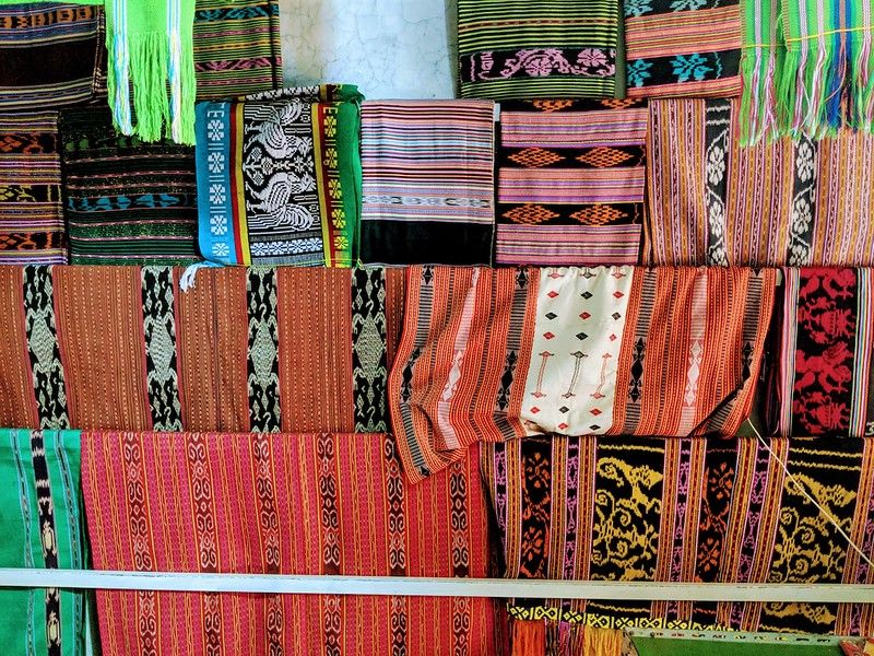 Travel Guide to Dili - Tais market stall