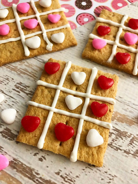 My Valentine Tic Tac Toe Grahams are fun to make, fun to play and then fun to eat. They're perfect for a Valentine's Day treat or a school or home party too