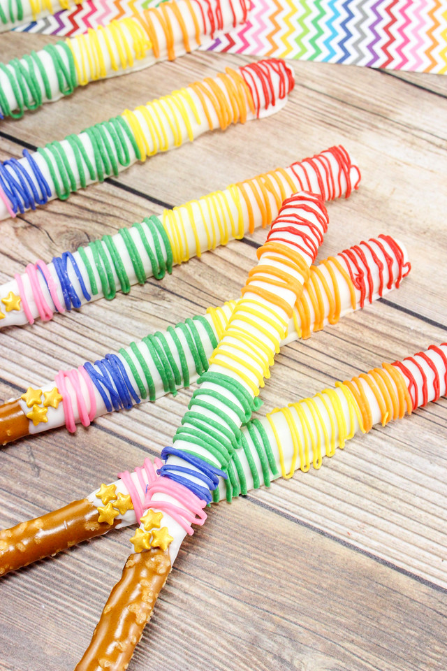 What could be better than chocolate-dipped Rainbow Pretzel Sticks? This #recipe is a big favorite in my house, so we thought we'd share it with you! #party