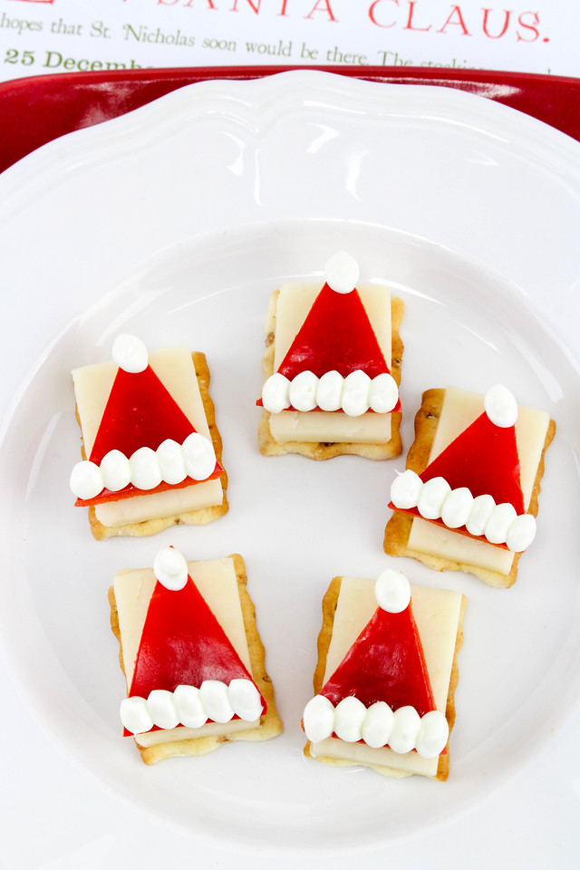 In terms of Christmas appetizers, the Santa Hat Cheese & Red Bell Pepper Appetizer is so easy, so adorable, and so perfect for #lastminuteChristmas! #recipe