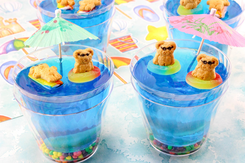 These Summer Fun Jello Cups are the perfect #recipe for parties, summer gatherings and birthday parties. Watch out for sharks in the water!