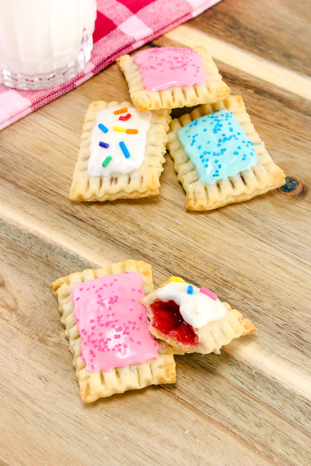 Are you looking for the most adorable, tasty & crowd-pleasing recipe ever? Make Mini Pop Tarts! They're easy to make, & awesome for any parties or brunches.