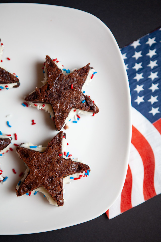 Are you looking for easy memorial day dessert recipes? Or maybe fourth of july brownie recipes? You've come to the right place! These are impressive and delicious, and absolutely festive. This is a wonderful time of year - let's celebrate together with brownie sandwiches! #recipes #MemorialDay #FourthofJuly