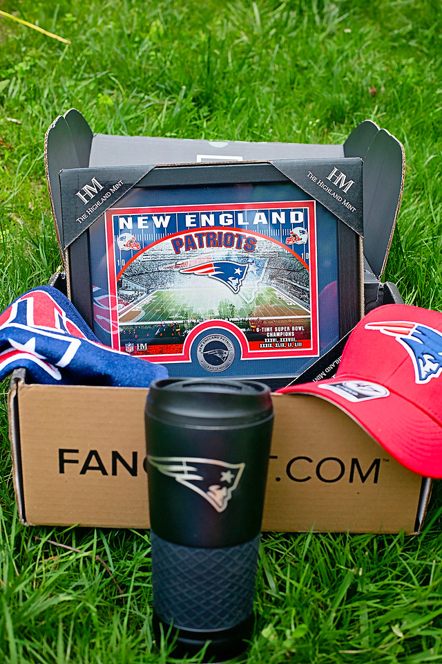 FANCHEST makes a perfect Father's Day gift, as well as gifts for any sports fans in your life! #ad Enjoy $10 off your order #FANCHESTSportsGift @thefanchest