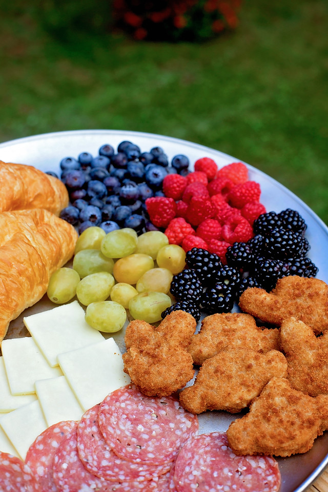 #AD This kid-friendly cheese platter, complete with cheese, meats, fruits, and @FarmRichSnacks is perfect for your next Toy Story 4 movie night or play date