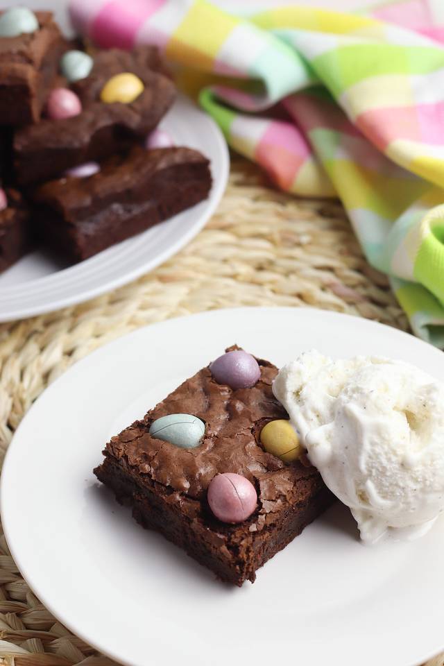 Chocolate Egg Homemade Brownies are perfect for your Easter parties, classroom events, and Easter Egg Hunts! #recipe