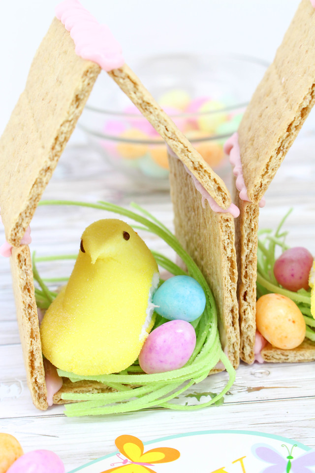 These Peeps N' Egg Houses Easter Treats are pretty much as adorable and as fun as it gets. And they're easy to make! Make them with your kids, or maybe have the Easter Bunny leave them! The sky is the limit with Easter fun.