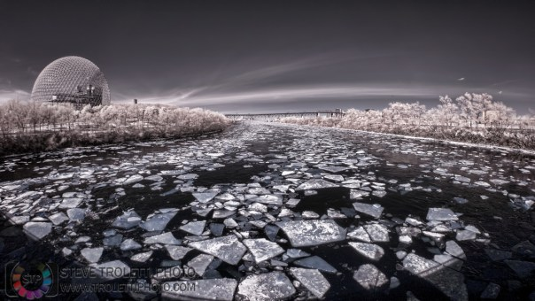 Ice floating away on the St-Lawrence River