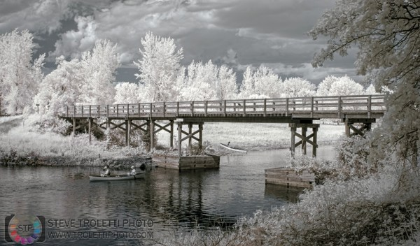 Steve Troletti Photo - Tempus Aura: INFRARED - INFRAROUGE &emdash; Pont de bois à l'île Grosbois - IR