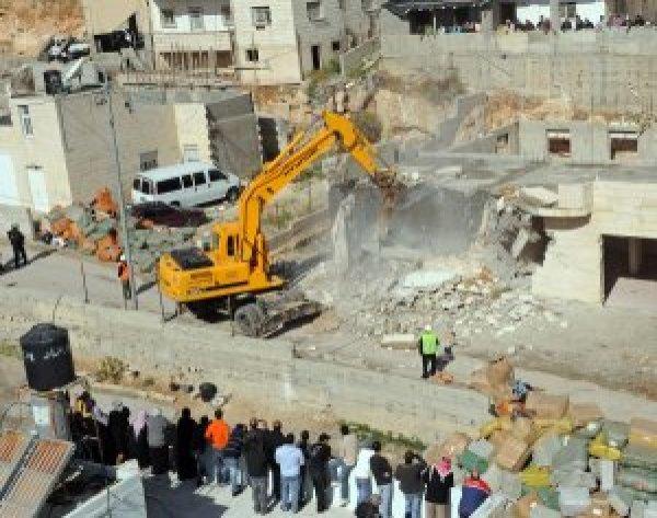 https://i2.wp.com/photos.upi.com/slideshow/full/cad323abe83a86a411b381cfe2c5e908/Palestinian-building-demolished.jpg?resize=600%2C473&ssl=1