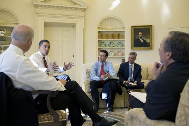 (L to R) Vice President Joe Biden, U.S. President Barack Obama, Director of the Office of Management and Budget Peter Orszag, White House Chief of Staff Rahm Emanuel, and National Economic Director Lawrence Summers meet to discuss the economy in the Oval Office of the White House in Washington on January 22, 2009. (UPI Photo/Pete Souza/White House Press Office)