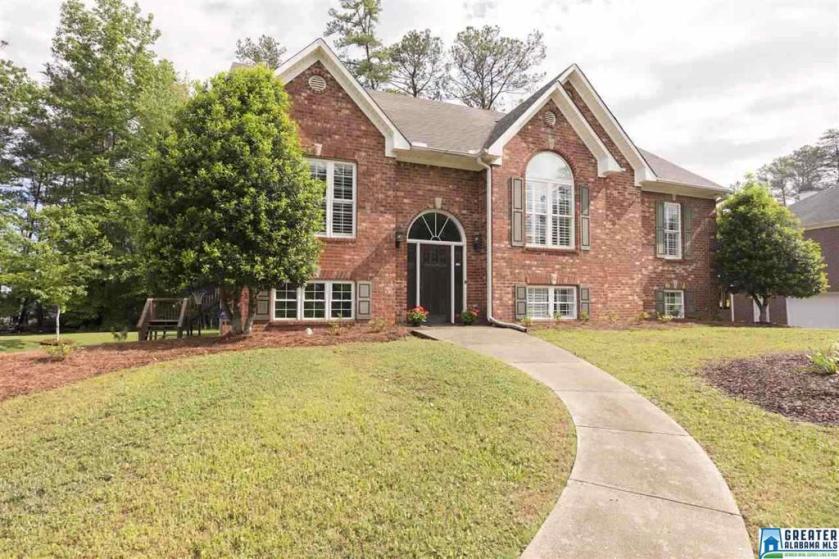 Property for sale at 213 Briarwood St, Columbiana,  Alabama 35051
