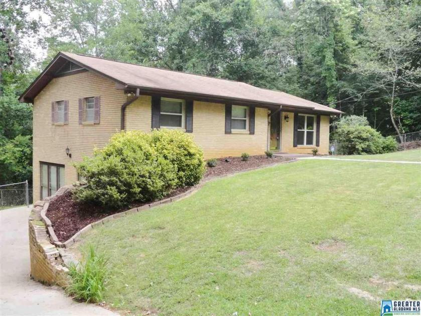 Property for sale at 752 8th Ave, Graysville,  Alabama 35073