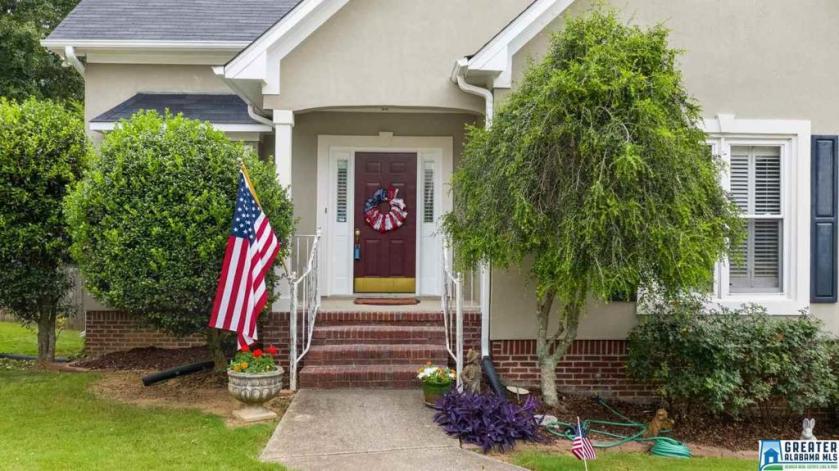 Property for sale at 704 Ridge Way Cir, Hoover,  Alabama 35226
