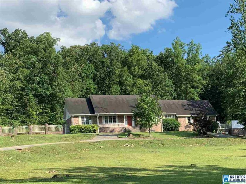 Property for sale at 425 Sun Valley Rd, Center Point,  Alabama 35215