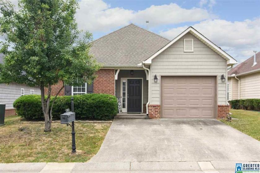 Property for sale at 2013 Fairbank Cir, Chelsea,  Alabama 35043