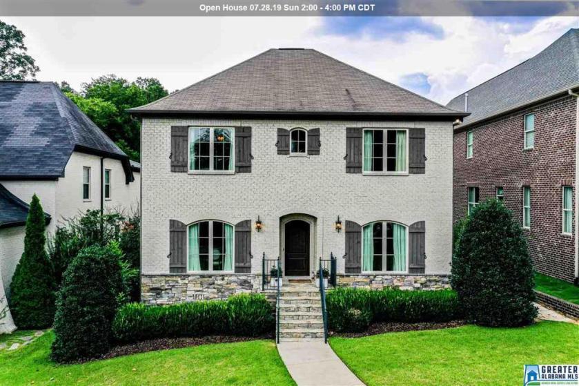 Property for sale at 1208 Vestavia Pl, Vestavia Hills,  Alabama 35216