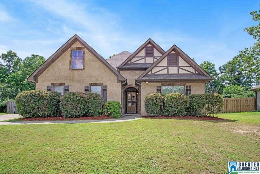 Property for sale at 1005 Pearl Pl, Calera,  Alabama 35040