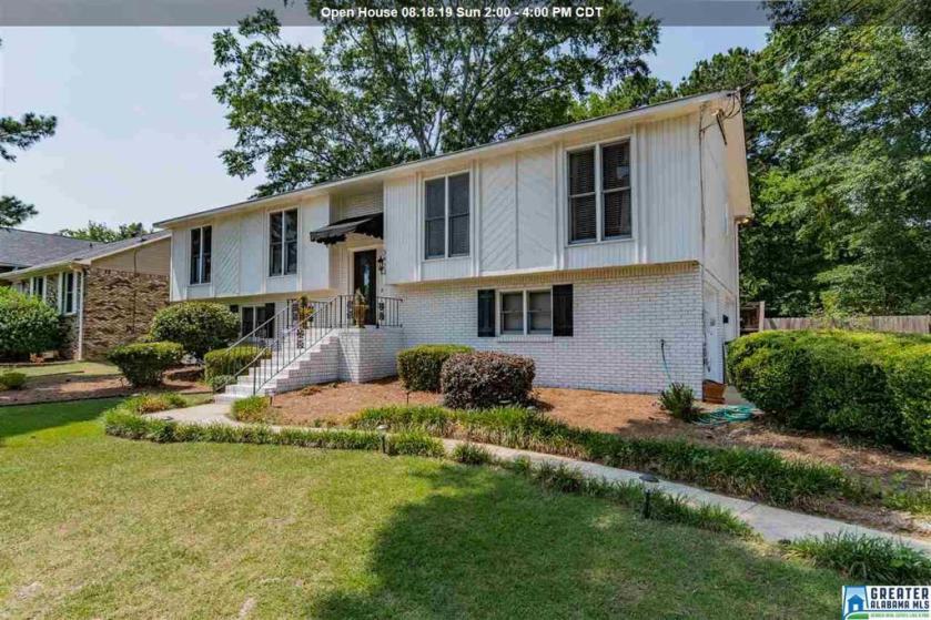 Property for sale at 3423 Huntcliff Cir, Hoover,  Alabama 35226