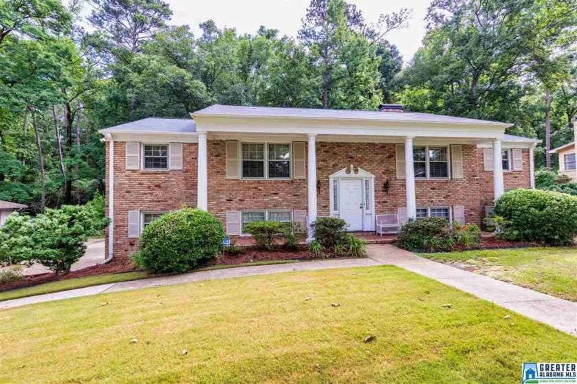 Property for sale at 3221 Starlake Dr, Hoover,  Alabama 35226