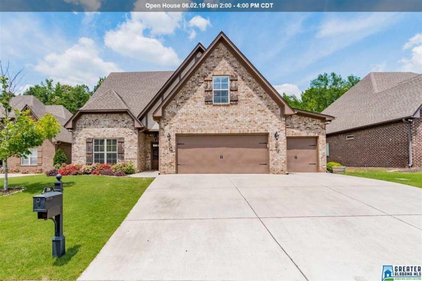 Property for sale at 376 Strathaven Dr, Pelham,  Alabama 35124