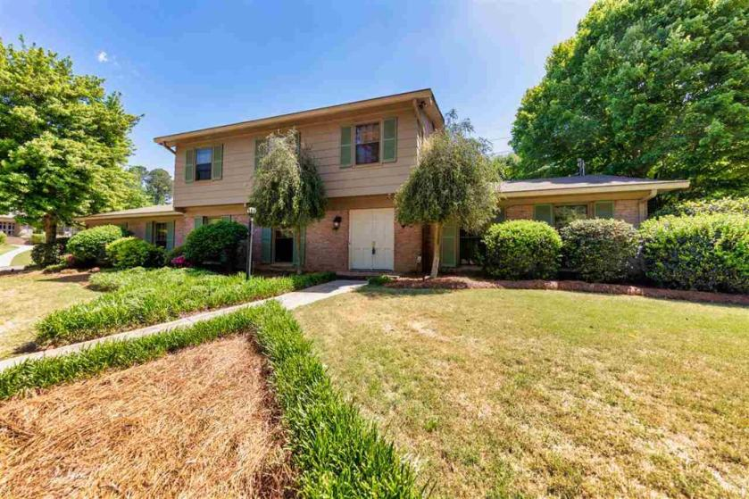 Property for sale at 1401 Cosmos Cir, Vestavia Hills,  Alabama 35216