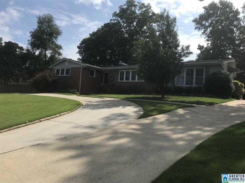 Property for sale at 1105 Forest View Ln, Vestavia Hills,  Alabama 35216