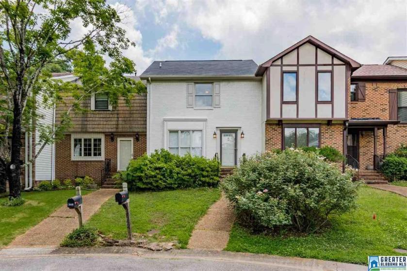 Property for sale at 3942 Asbury Park Ln, Vestavia Hills,  Alabama 35243