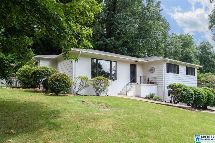 Property for sale at 1761 Old Creek Trl, Vestavia Hills,  Alabama 35216