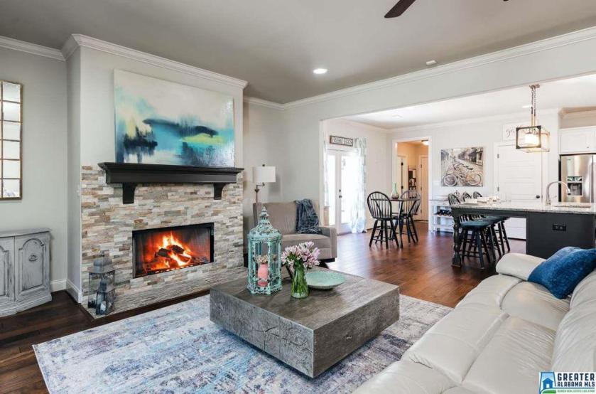 Property for sale at 345 Strathaven Cir, Pelham,  Alabama 35124