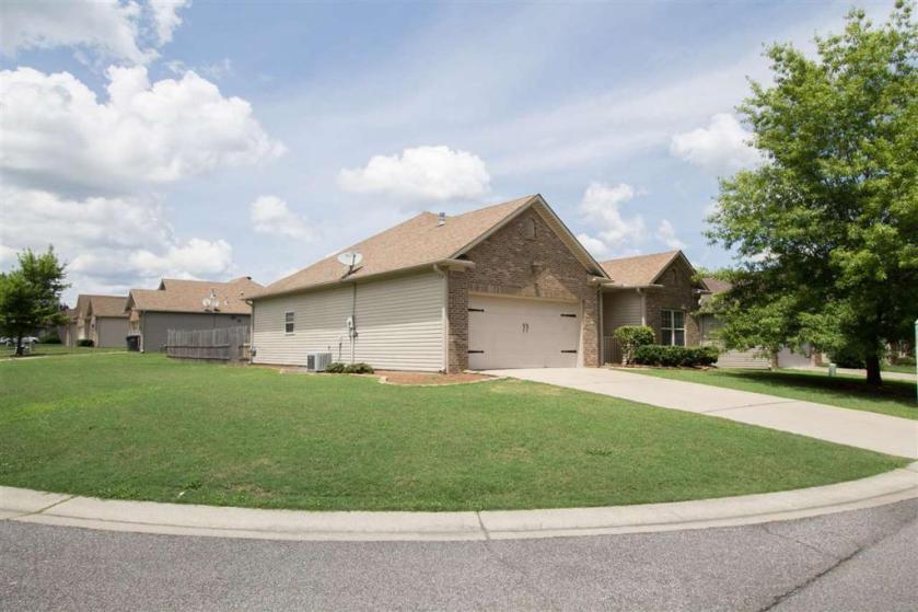 Property for sale at 980 Meriweather Dr, Calera,  Alabama 35040