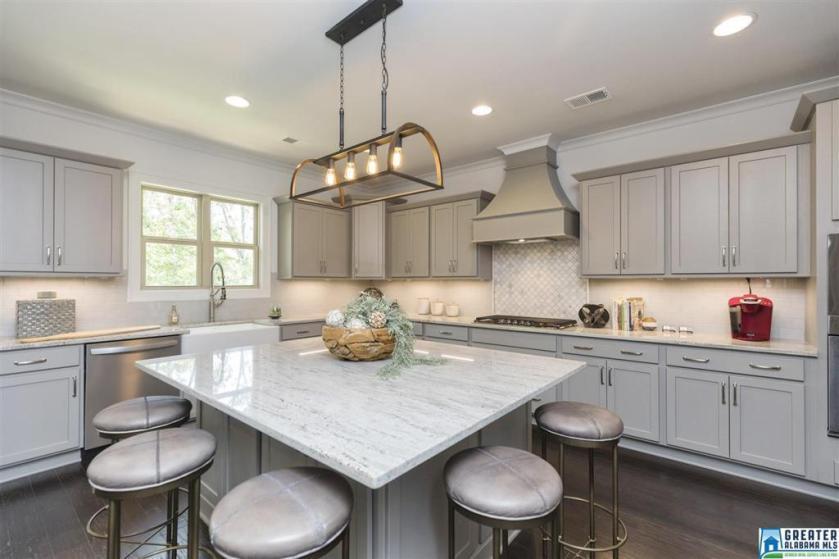 Property for sale at 2044 Blackridge Rd, Hoover,  Alabama 35244