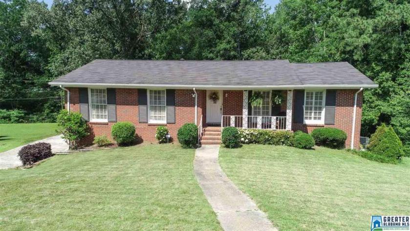 Property for sale at 2412 Hawksbury Ln, Hoover,  Alabama 35226