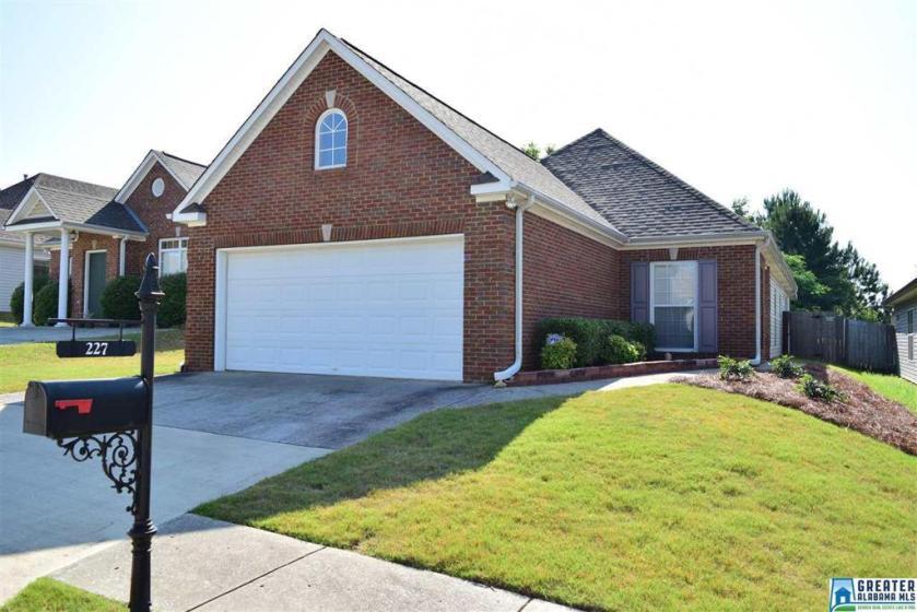 Property for sale at 227 High Ridge Dr, Pelham,  Alabama 35124