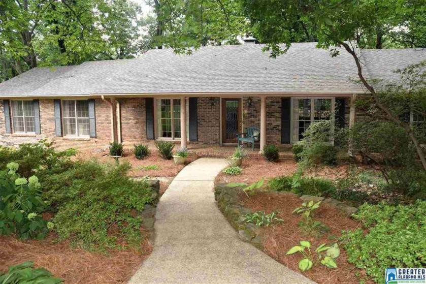 Property for sale at 2236 Royal Crest Dr, Vestavia Hills,  Alabama 35216