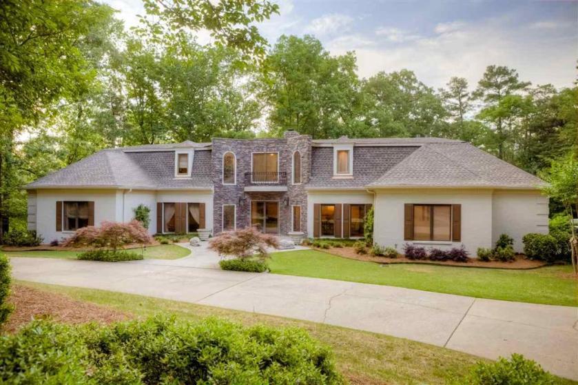 Property for sale at 2224 Royal Crest Dr, Vestavia Hills,  Alabama 35216