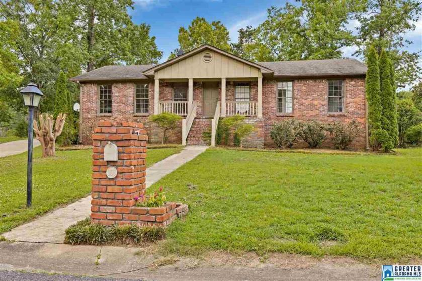 Property for sale at 300 Shenandoah Dr, Hoover,  Alabama 35226