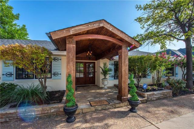 Property for sale at 1604 Drakestone Avenue, Nichols Hills,  Oklahoma 73120
