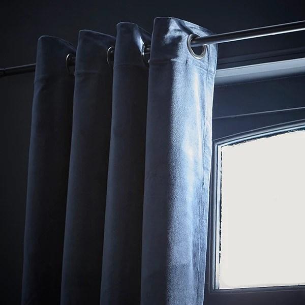 rideau a oeillets 135x300cm en velours bleu petrole delhi