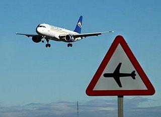 Un avión aterriza en Villanubla