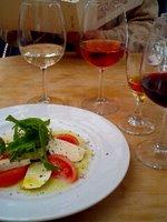 右から二番目が、ウィスキーに近い感じの干し葡萄から作った、デザートワイン「ロバの足音」です。