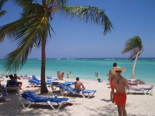 Vista de Playa Bávaro, con Juanjo posando. El Peke como le dec�an all� se lo pasó genial