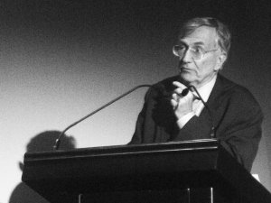 hersh slams war crimes