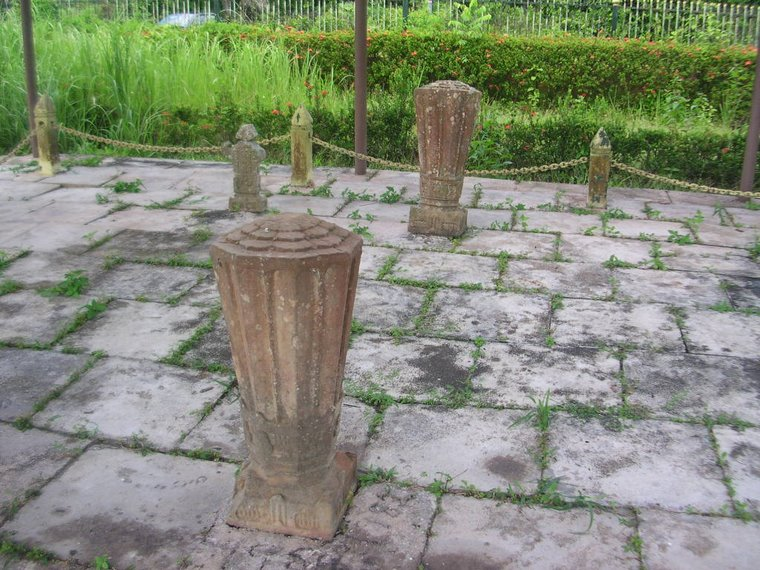 >> Makam Raja Merong Maha Wangsa @ Sultan Madzaffar Syah I di Kg. Langgar, Merbok<<